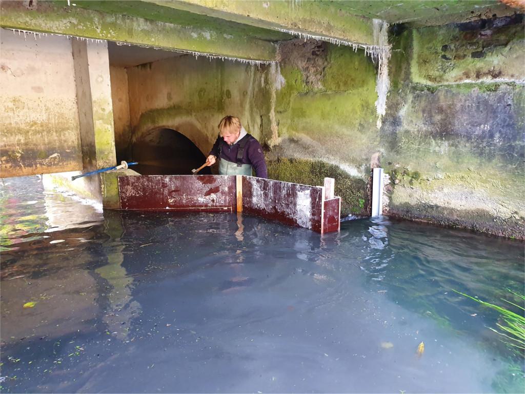 Coulage d'un mûr béton dans l'eau à Noyon